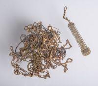 Konvolut von 15 versch. Taschenuhrenketten u. 1 Zipfel