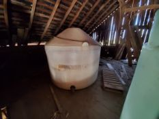 1,200 gal Round Poly Tank