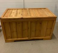 A pine chest with hinged lid (H53cm W90cm D46cm)