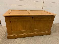 An Oak Blanket Box (H51cm W100cm D54cm)