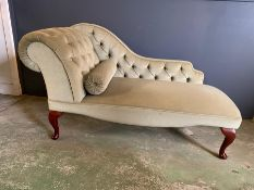 A green button back chaise lounge (H70cm W134cm)