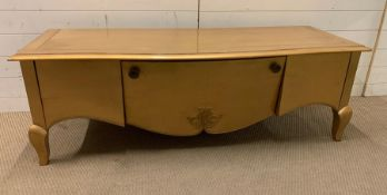 A low media unit/table on cabriole legs and scrolled detail to front (H53cm W157cm D55cm)