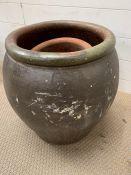 A garden urn flower pot (H46cm)
