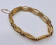 A 9ct gold bracelet (10g)