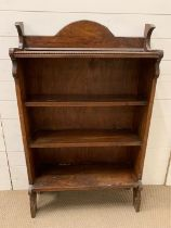 An oak open bookcase with beading design to top (H120cm W73cm D25cm)