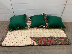 Quilted bedspread and matching cushions (270cm x 252cm)