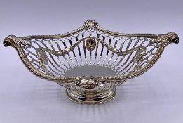 A silver Garrard sweet dish, hallmarked London 1912 (total weight 158g)