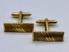 A pair of 9ct gold Gents cuff links (13.3g Total Weight)