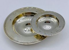 Two small silver dishes, hallmarked for London 2000 by the maker Comyns of London Ltd (116g)