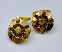 A pair of 9ct gold Gents cuff links (8.9 Total weight)
