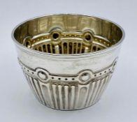 A Victorian silver sugar bowl, hallmarked Birmingham 1885 by Thomas Latham & Ernest Morton (79g)