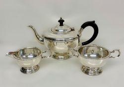 Marson & Jones silver tea service comprising teapot, sugar bowl and milk jug, Birmingham 1933, Total