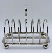 A silver toast rack by Goldsmiths and Silversmiths, hallmarked London 1914 (Total weight 305g) (17cm