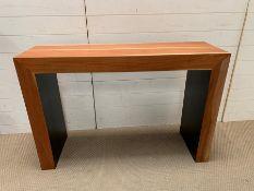 A Contemporary console table (H82cm W121cm D38cm)