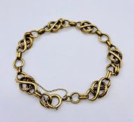 A 9ct gold bracelet with safety chain (16.3g)