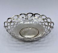A small silver pierced dish, by A & J Zimmerman Ltd, Birmingham 1910 (33g)
