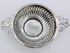 A small silver pierce two handled bowl (33g) Birmingham hallmarks