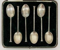 A Boxed set of Mappin and Webb silver Art Deco style coffee spoons, hallmarked Sheffield 1927.