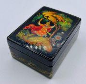 Small Russian lacquer box (8cm x 5.5cm x 3.5cm) signed.