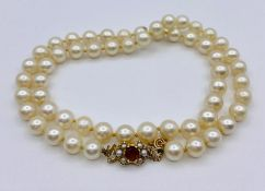 A Pearl necklace with seed pearl and 9ct gold clasp