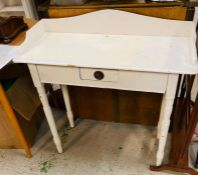 A painted wash stand on turned legs and galleried back (H8cm W90cm D40cm)