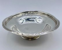 Small silver bowl on circular foot (Total weight approx 150g) Hallmarked London 1929 by Jones and