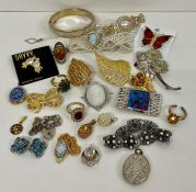 A selection of quality costume jewellery