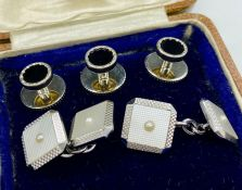 A Pair of White gold 9ct Gents cuff links (4.7g in Total) along with three shirt studs.
