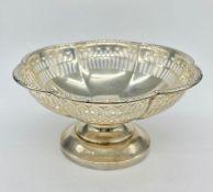 A Walker & Hall hallmarked silver bonbon dish with pierced design (Total Weight 123g)