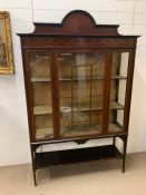 A mahogany display cabinet with inlay (H170cm W122cm D38cm)