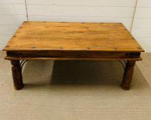 An Indian hardwood coffee table (H46m W110cm D60cm)