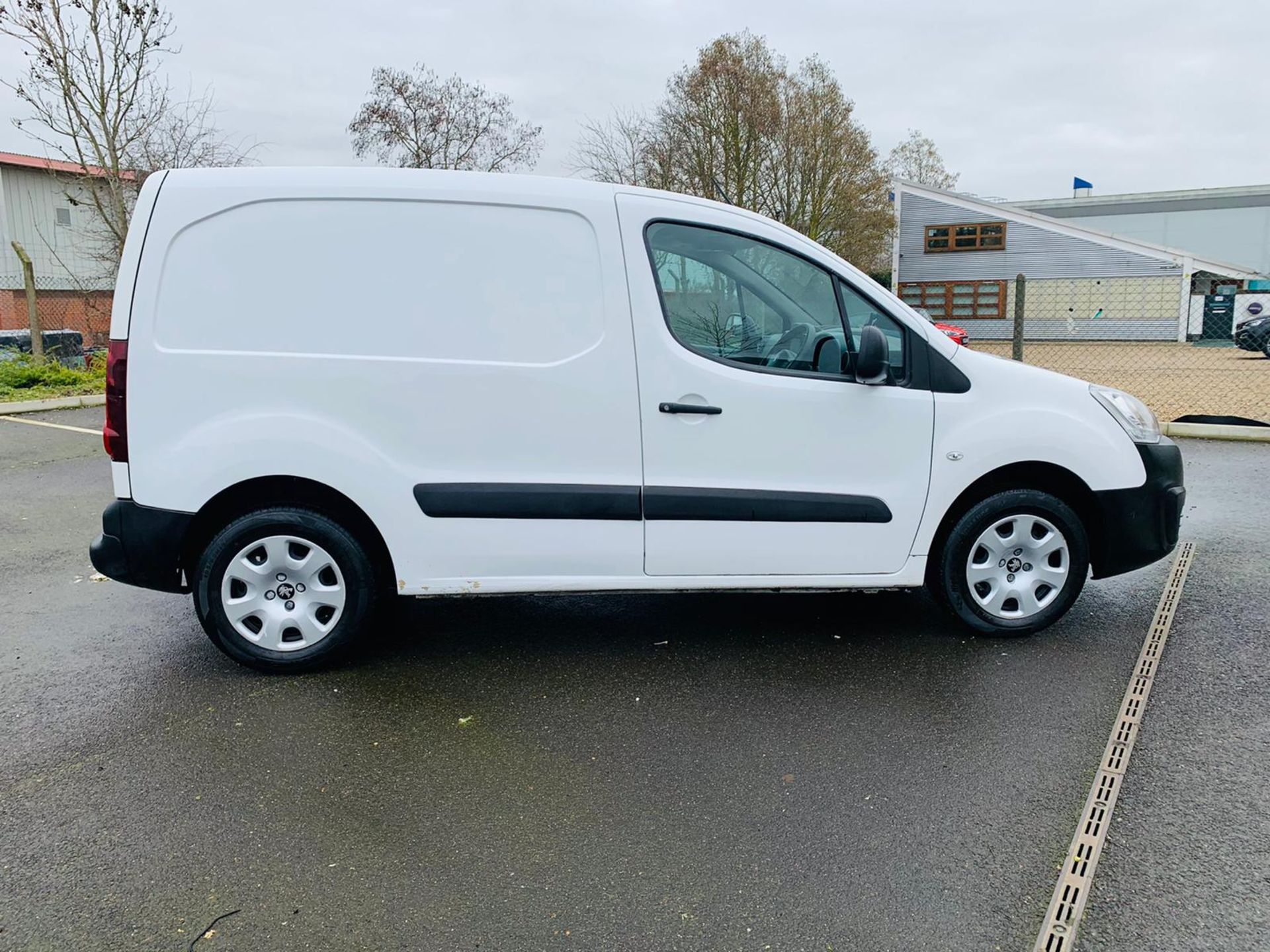 (RESERVE MET) Peugeot Partner 1.6 HDI Professional - 2017 Model - Air Con - Service History - Image 6 of 22