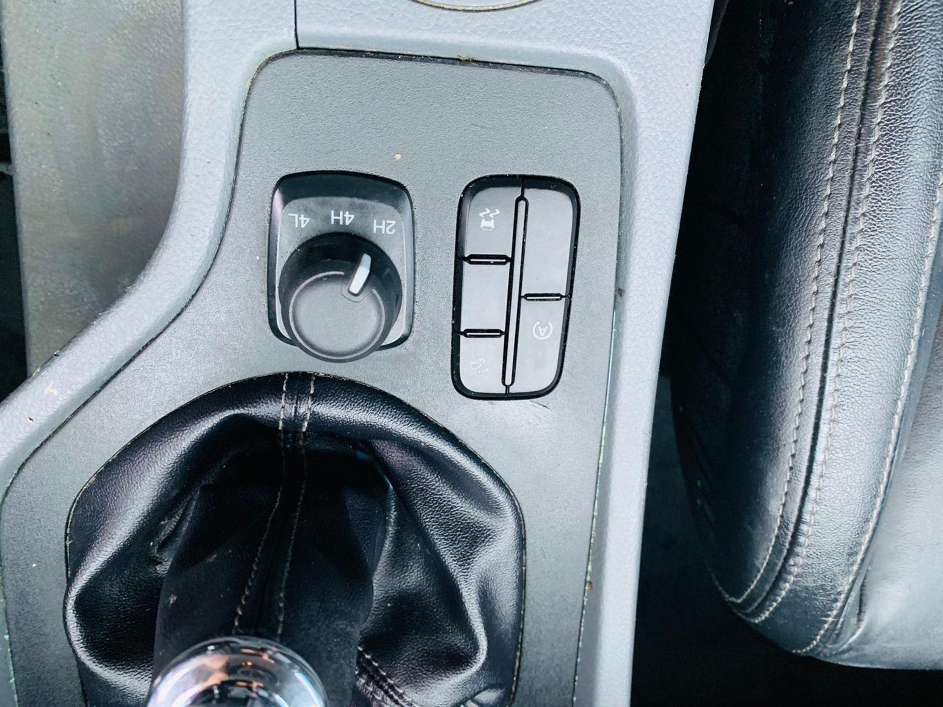 (RESERVE MET) Ford Ranger 2.2 TDCI LTD 4x4 Double Cab 2017 17 Reg - Reversing Cam -Leather - Sat Nav - Image 20 of 32