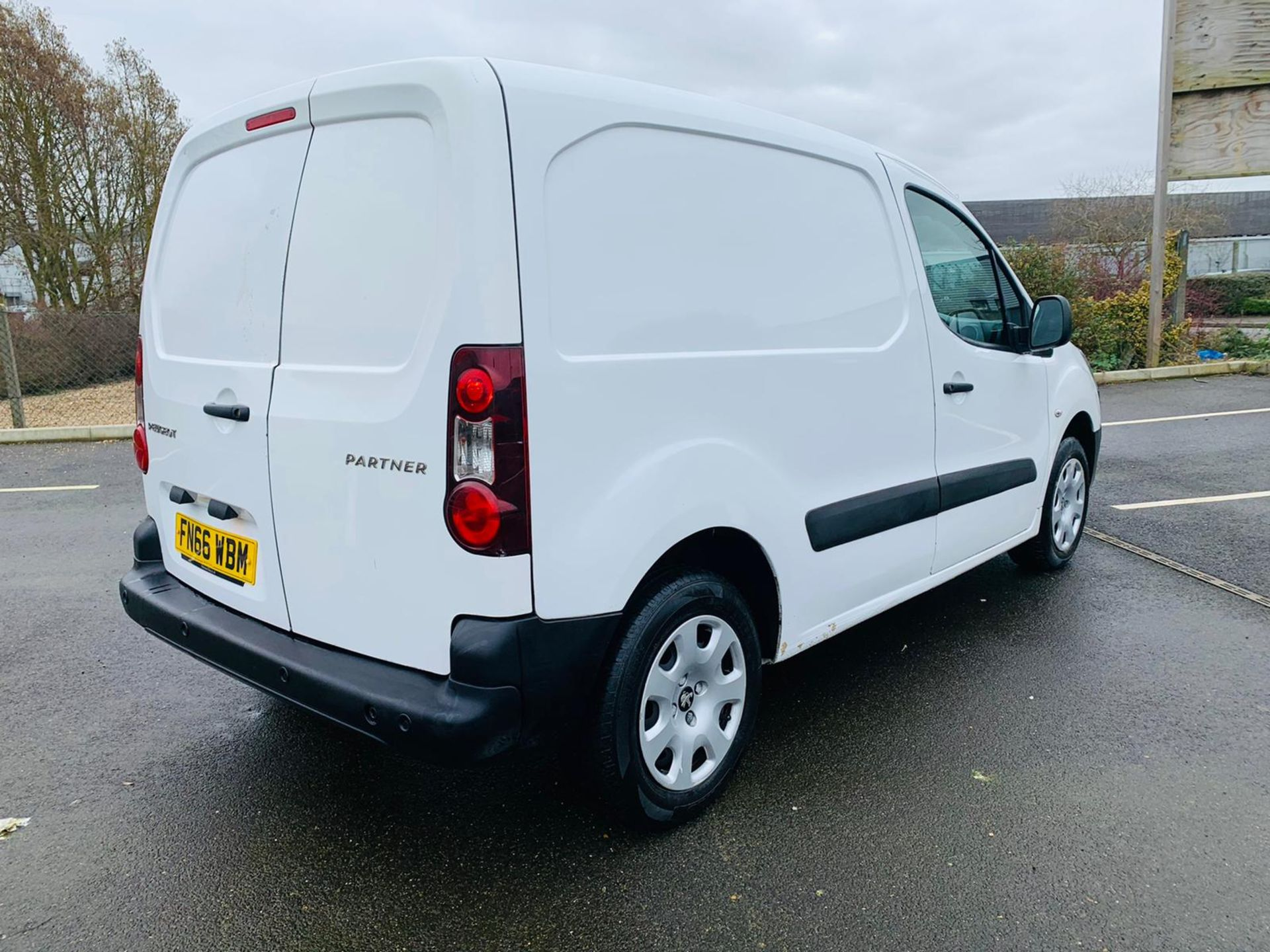 (RESERVE MET) Peugeot Partner 1.6 HDI Professional - 2017 Model - Air Con - Service History - Image 7 of 22