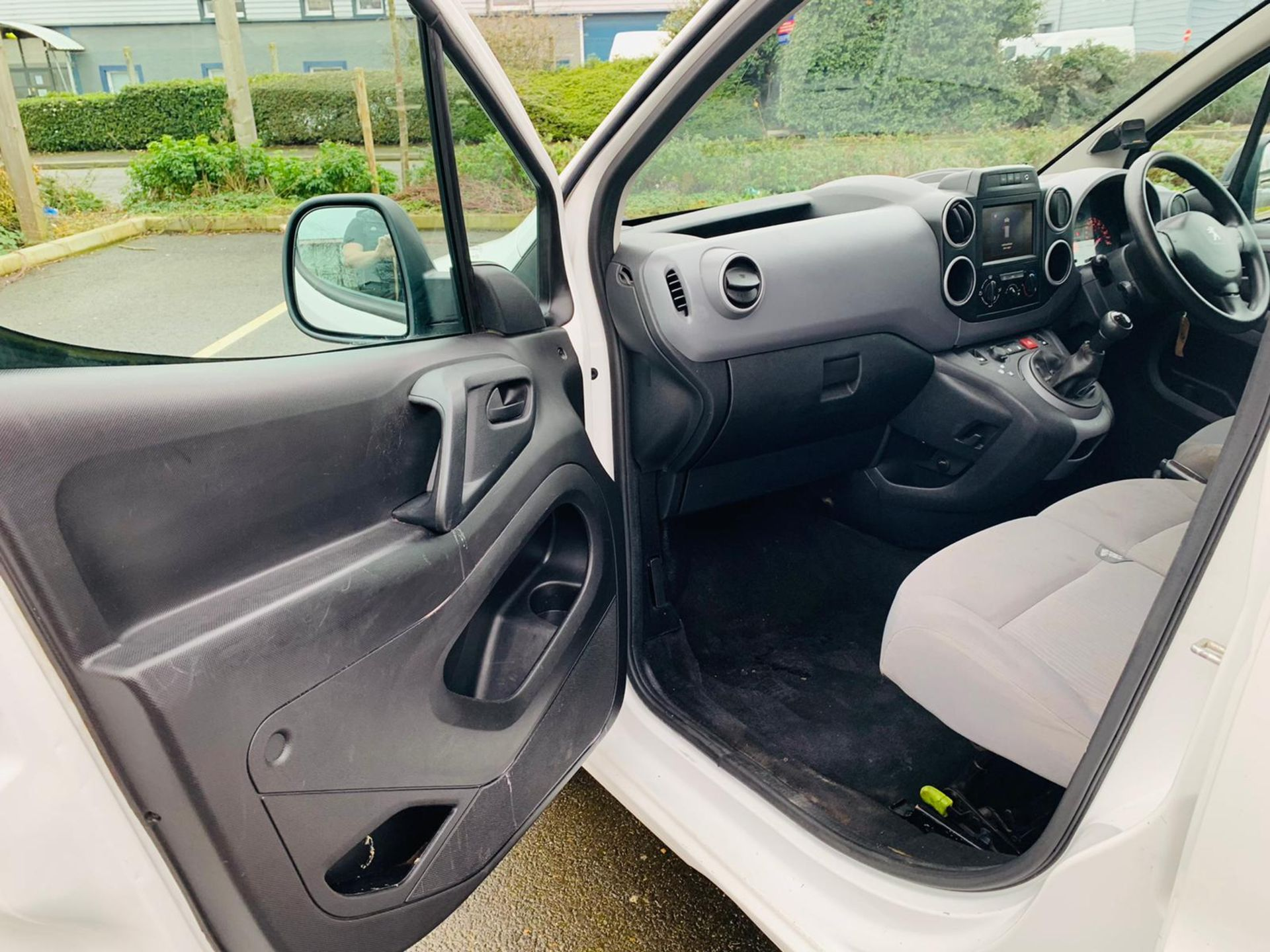 (RESERVE MET) Peugeot Partner 1.6 HDI Professional - 2017 Model - Air Con - Service History - Image 16 of 22