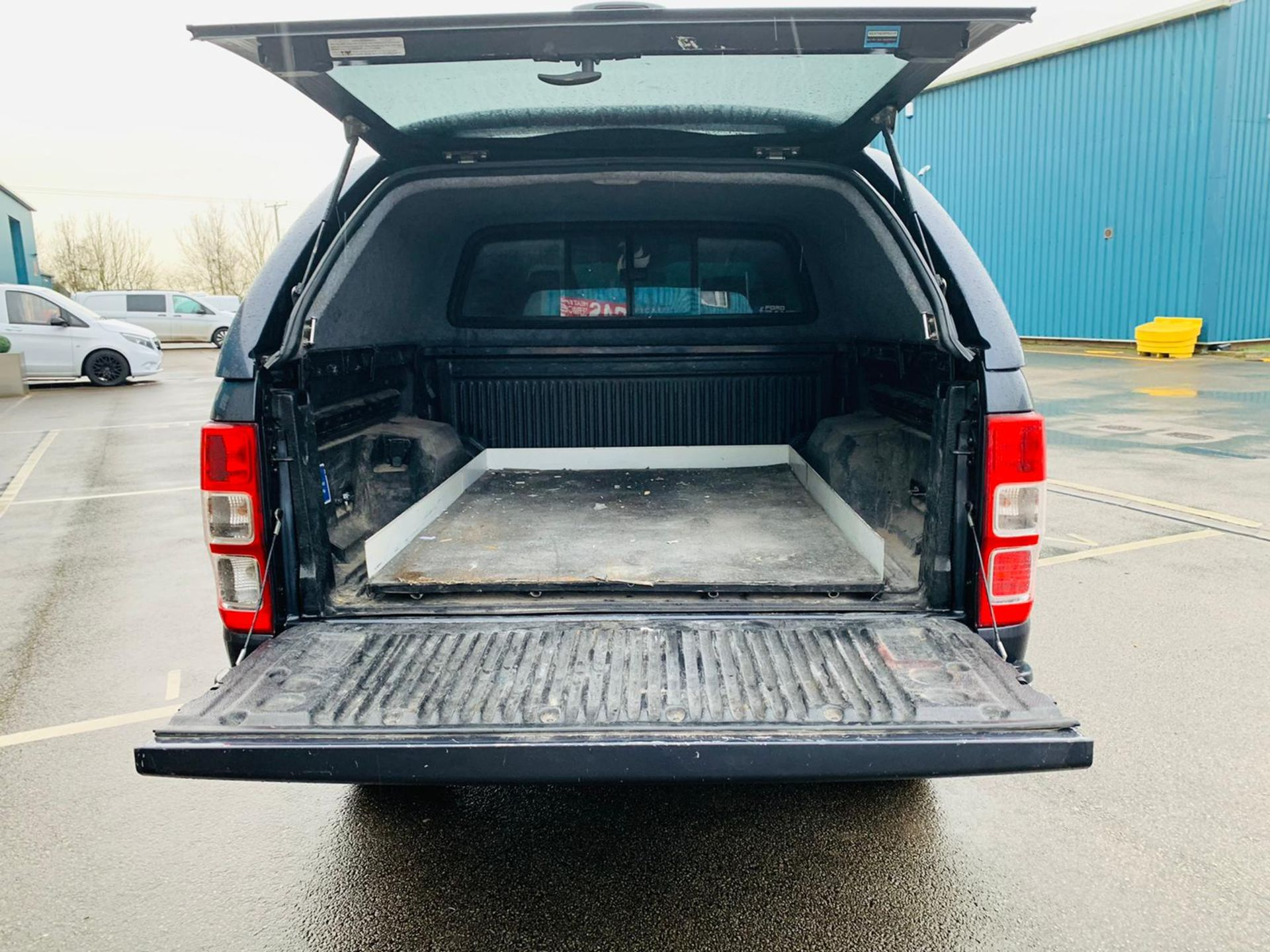 (RESERVE MET) Ford Ranger 2.2 TDCI LTD 4x4 Double Cab 2017 17 Reg - Reversing Cam -Leather - Sat Nav - Image 11 of 32