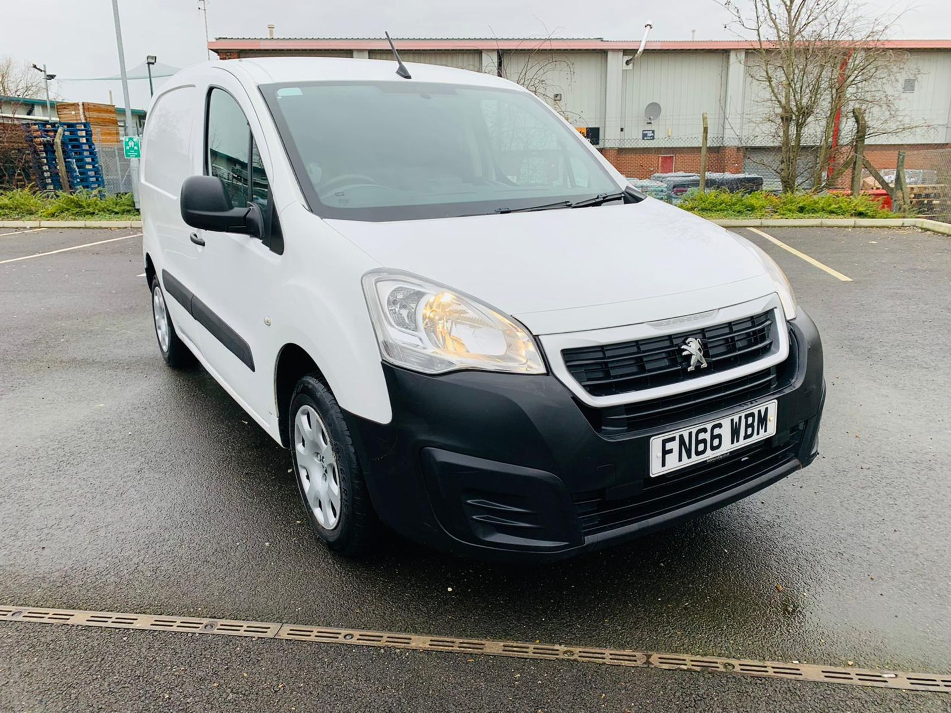 (RESERVE MET) Peugeot Partner 1.6 HDI Professional - 2017 Model - Air Con - Service History - Image 5 of 22