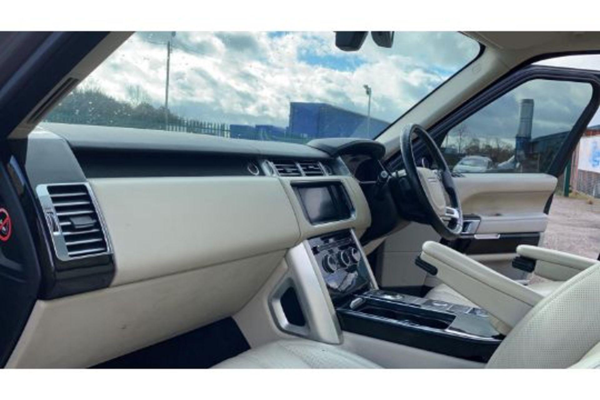 Range Rover Vogue 3.0 TDV6 SE Auto - Black Pack - NEW SHAPE - FULLY LOADED - Pan Roof - Image 11 of 30