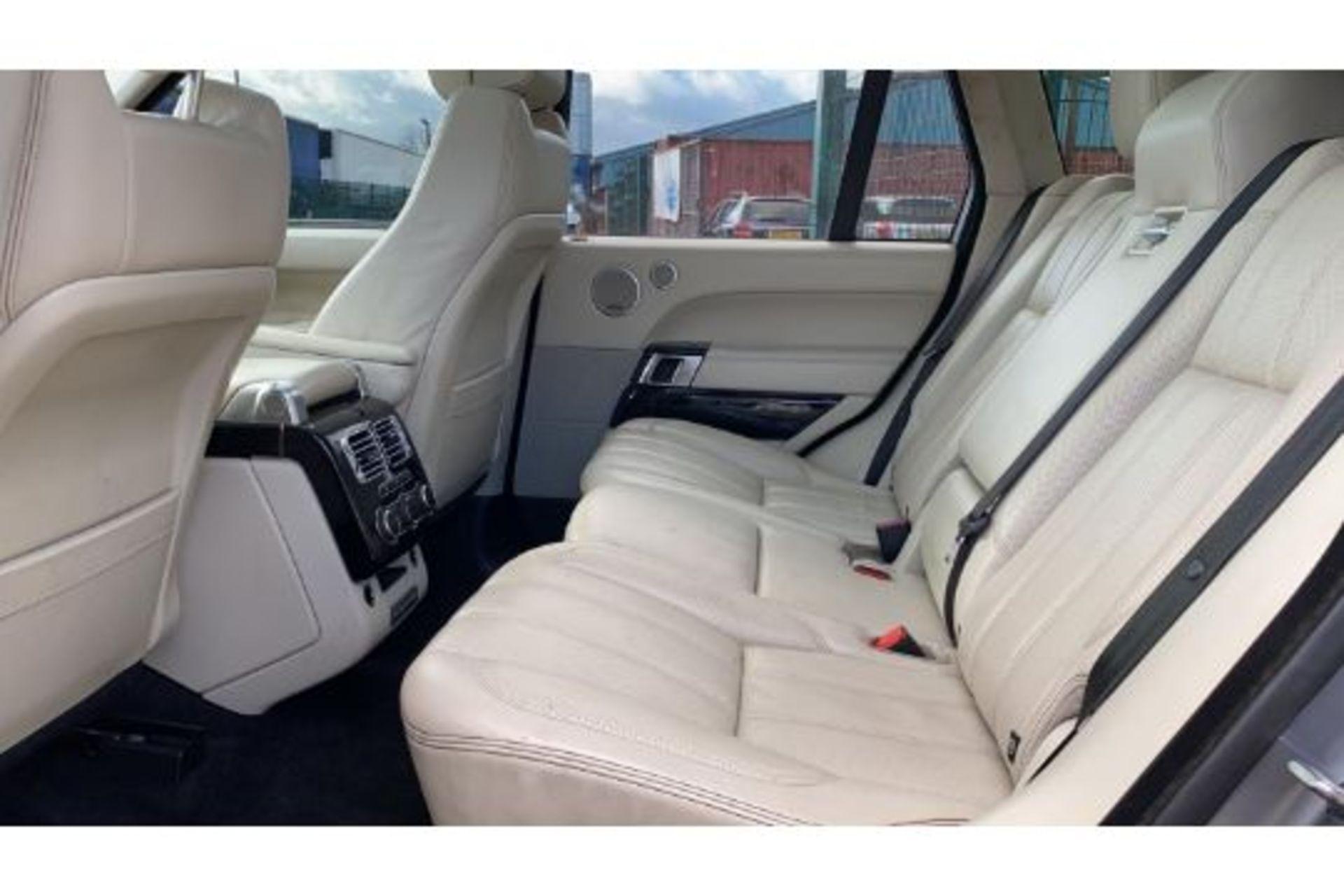 Range Rover Vogue 3.0 TDV6 SE Auto - Black Pack - NEW SHAPE - FULLY LOADED - Pan Roof - Image 16 of 30