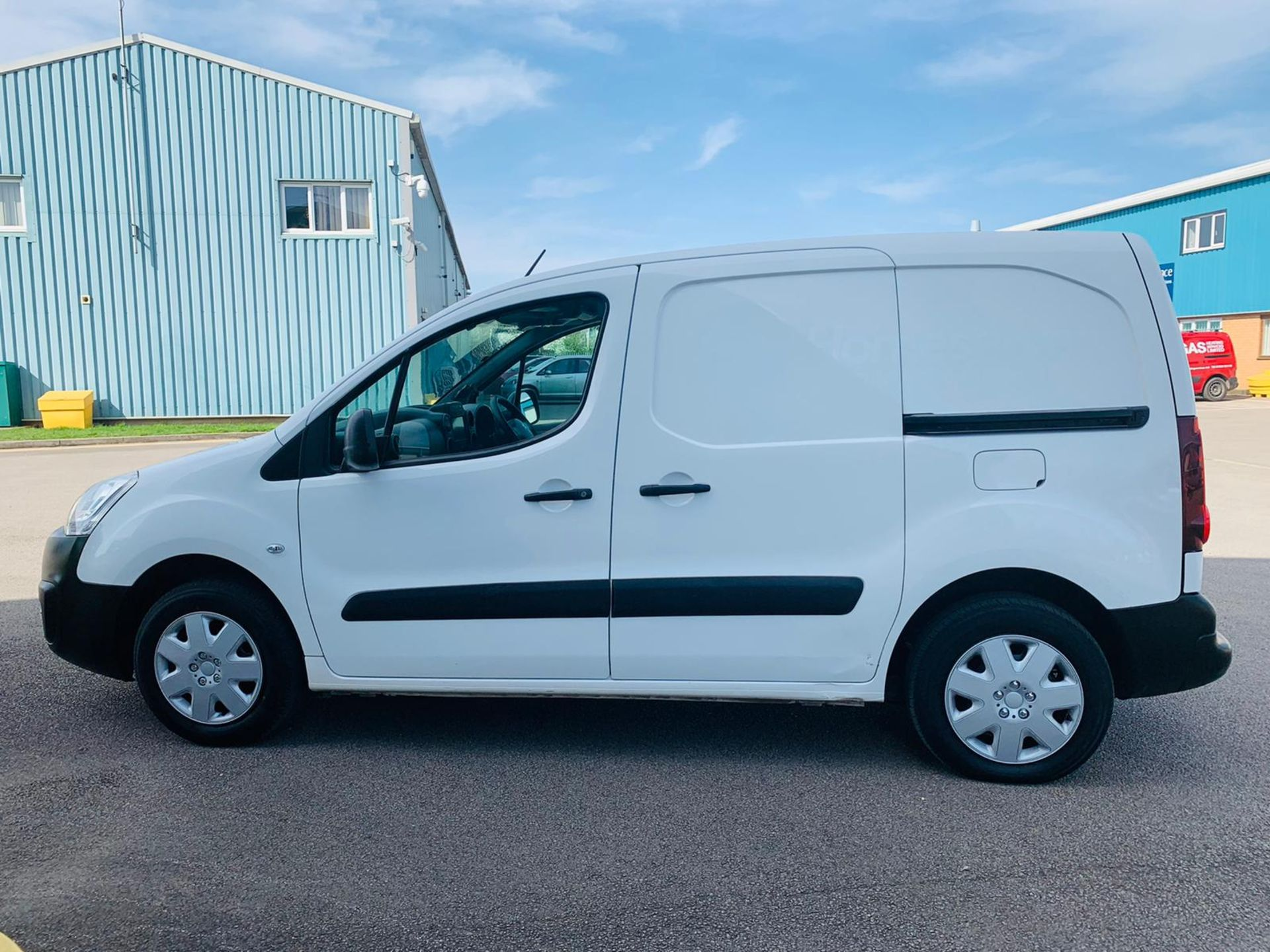 Peugeot Partner 1.6 HDI Professional 2017 Model - 1 Owner - Service Printout - Air Con - Image 6 of 23