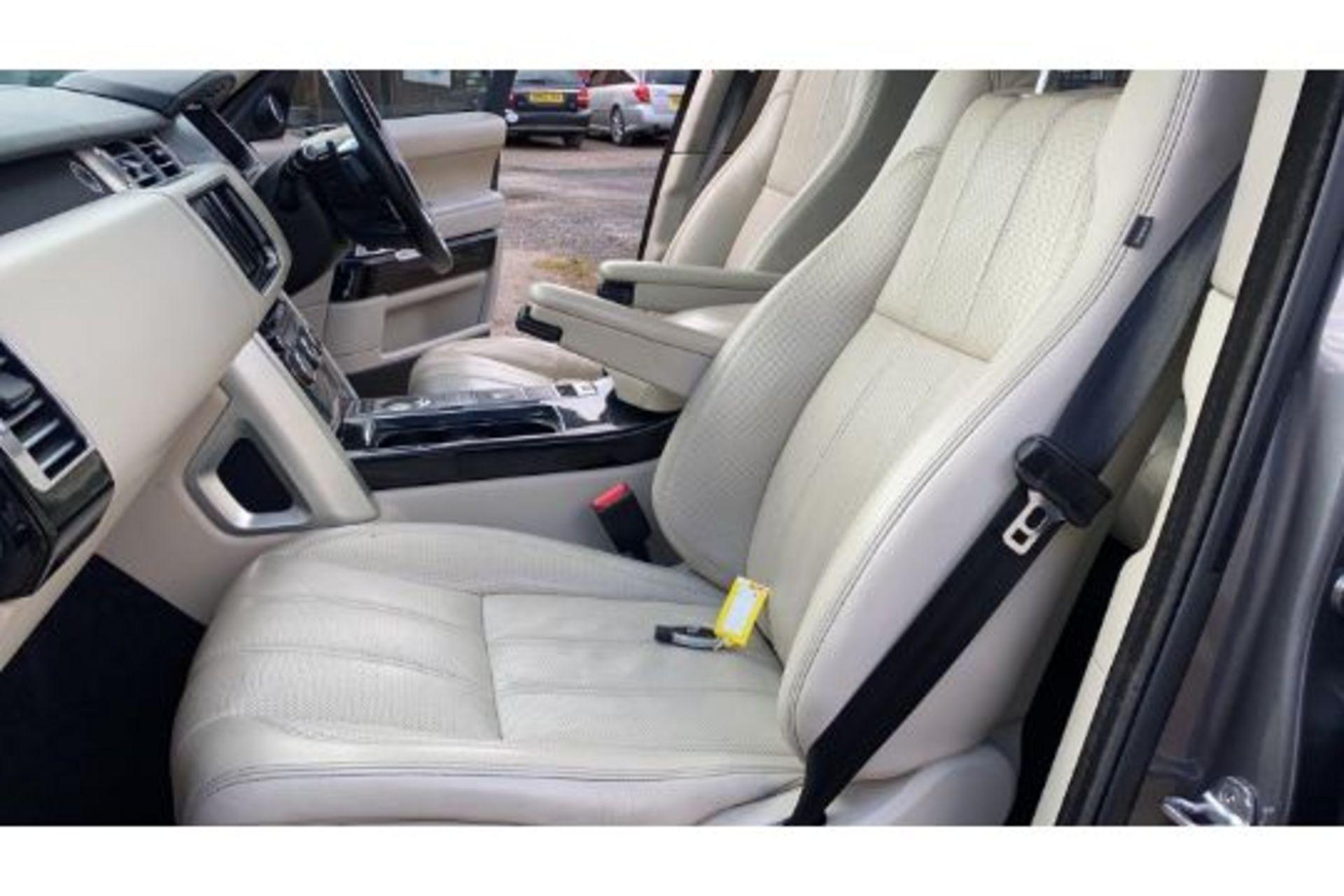 Range Rover Vogue 3.0 TDV6 SE Auto - Black Pack - NEW SHAPE - FULLY LOADED - Pan Roof - Image 13 of 30