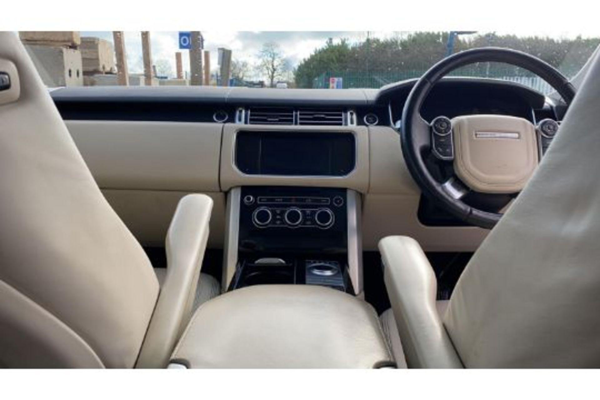 Range Rover Vogue 3.0 TDV6 SE Auto - Black Pack - NEW SHAPE - FULLY LOADED - Pan Roof - Image 14 of 30