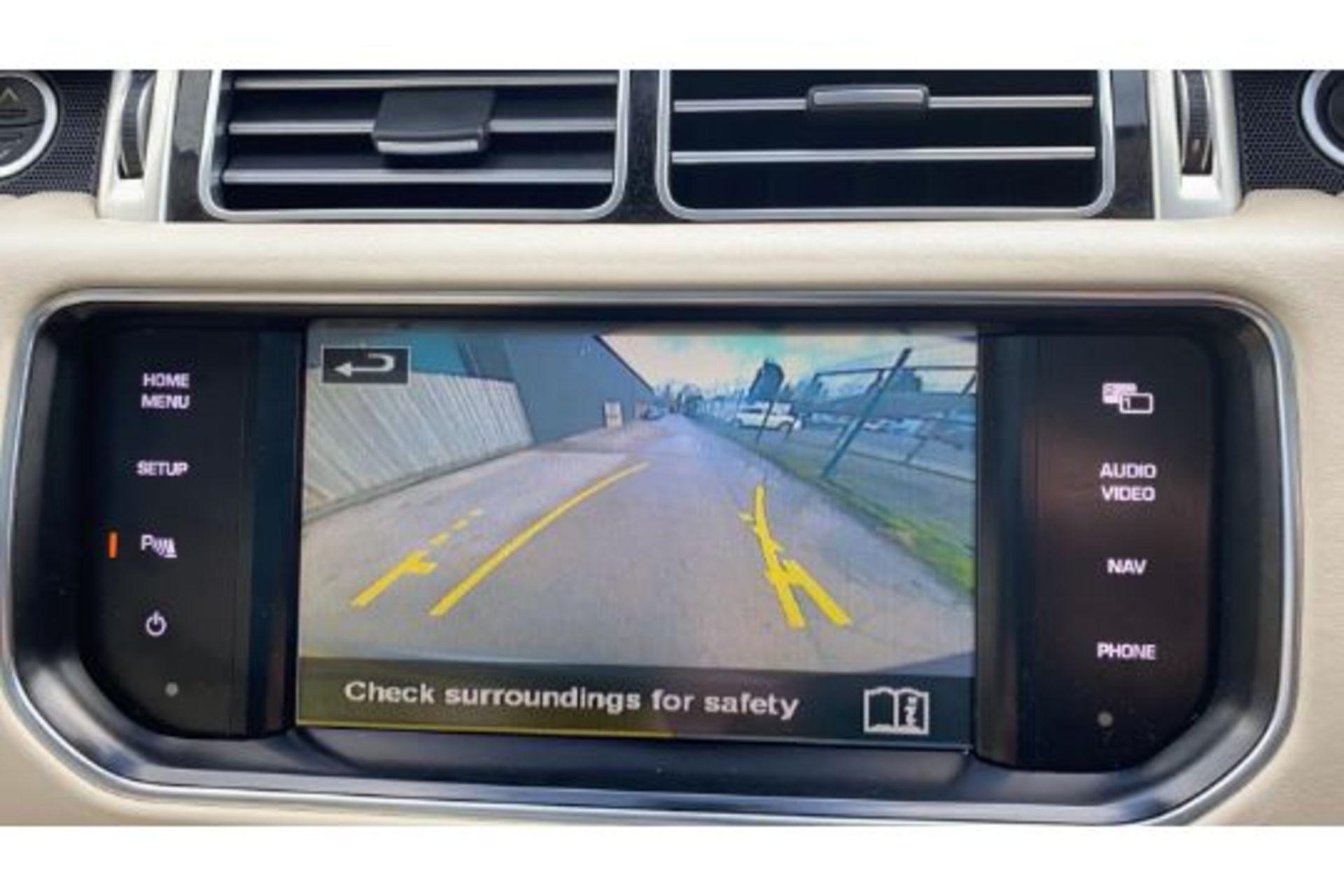 Range Rover Vogue 3.0 TDV6 SE Auto - Black Pack - NEW SHAPE - FULLY LOADED - Pan Roof - Image 10 of 30