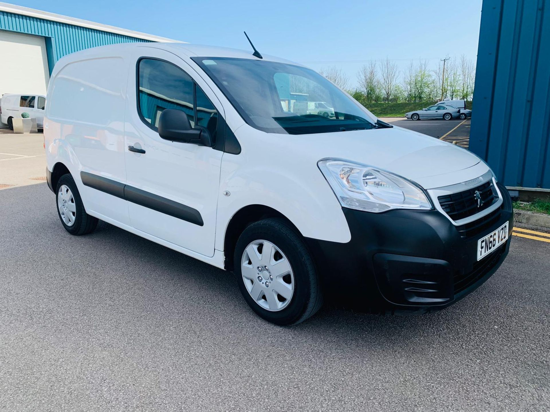 Peugeot Partner 1.6 HDI Professional 2017 Model - 1 Owner - Service Printout - Air Con - Image 2 of 23
