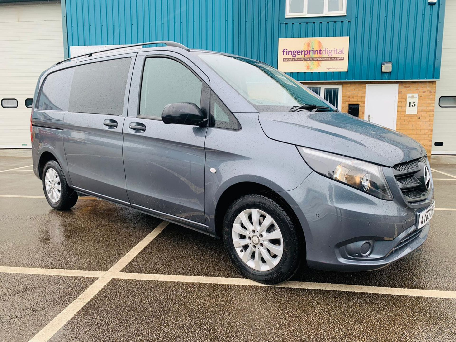 Mercedes Vito 114 Bluetec Dualiner/Crew Van - Auto - Air Con - 2018 Model- 1 Owner From New - Image 8 of 30