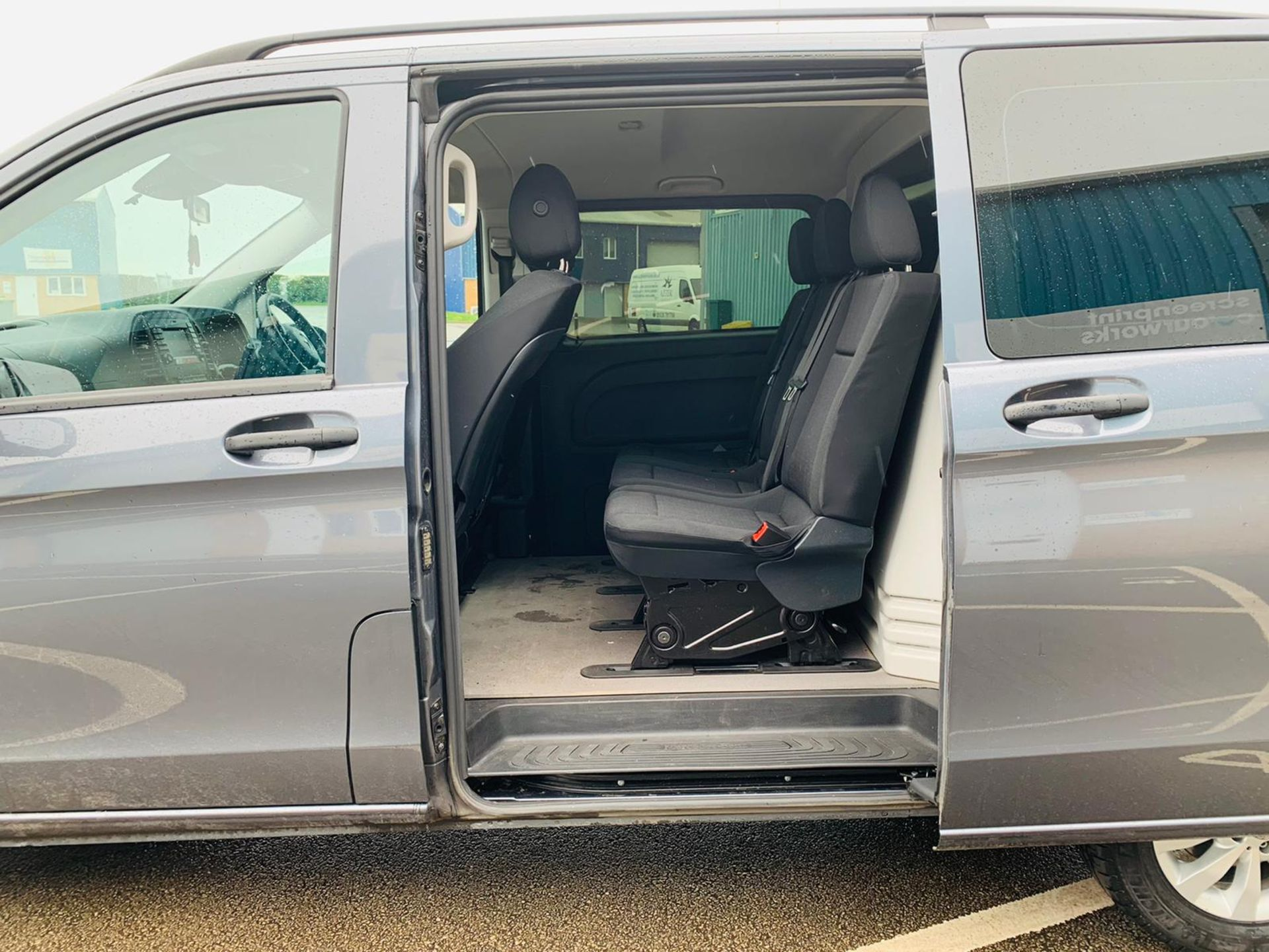 Mercedes Vito 114 Bluetec Dualiner/Crew Van - Auto - Air Con - 2018 18 Reg - 1 Owner From New - Image 11 of 25
