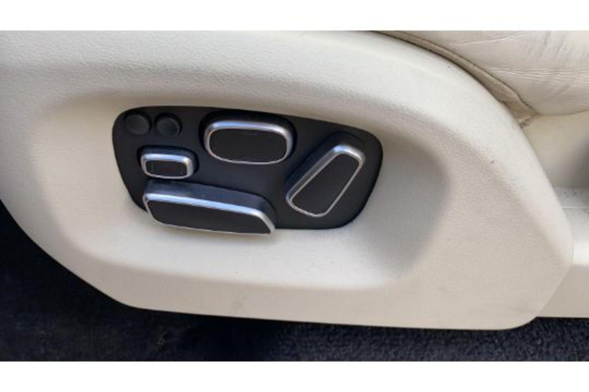 Range Rover Vogue 3.0 TDV6 SE Auto - Black Pack - NEW SHAPE - FULLY LOADED - Pan Roof - Image 28 of 30