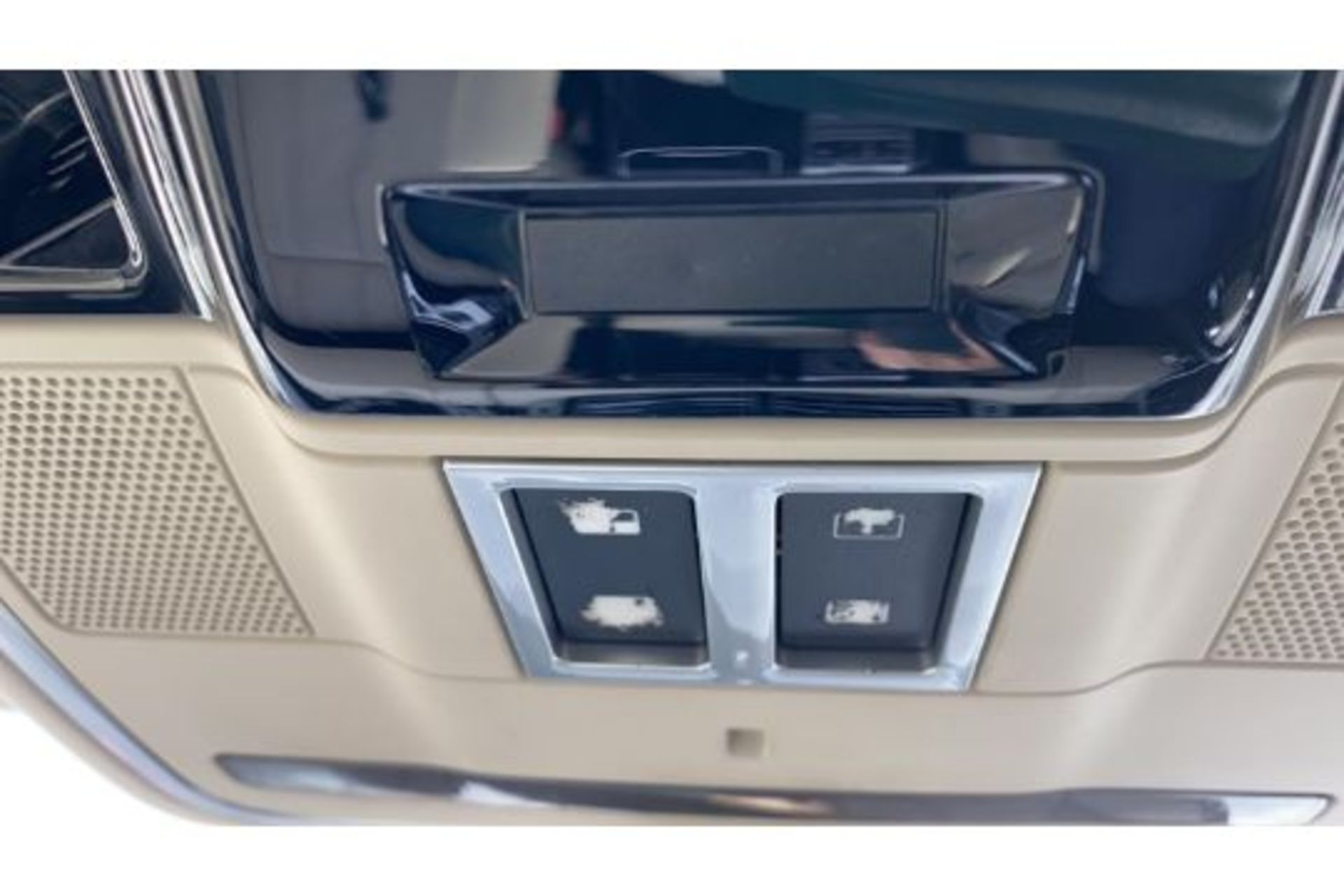Range Rover Vogue 3.0 TDV6 SE Auto - Black Pack - NEW SHAPE - FULLY LOADED - Pan Roof - Image 25 of 30