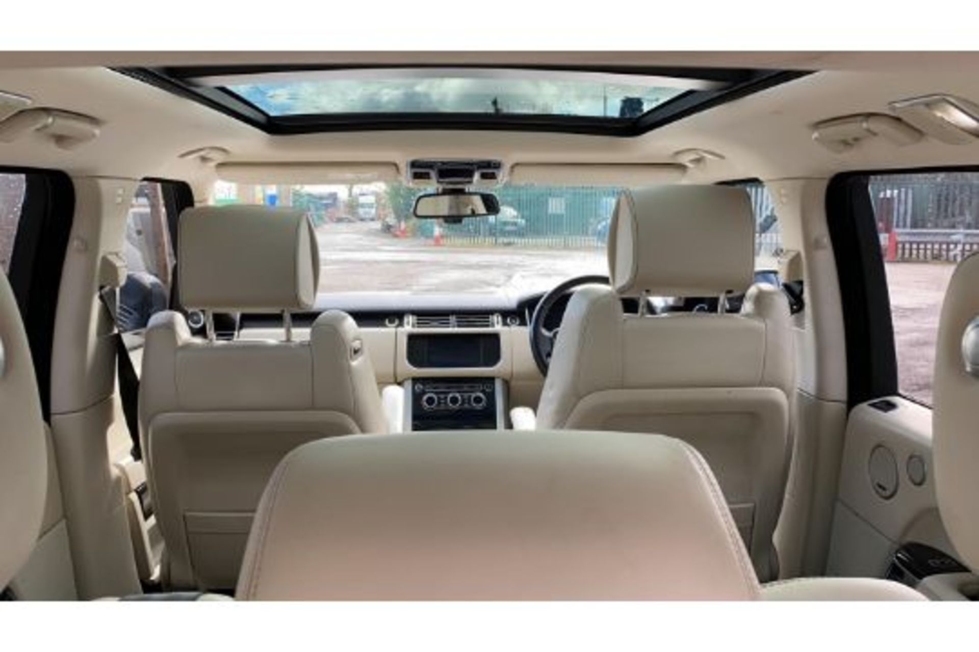 Range Rover Vogue 3.0 TDV6 SE Auto - Black Pack - NEW SHAPE - FULLY LOADED - Pan Roof - Image 15 of 30