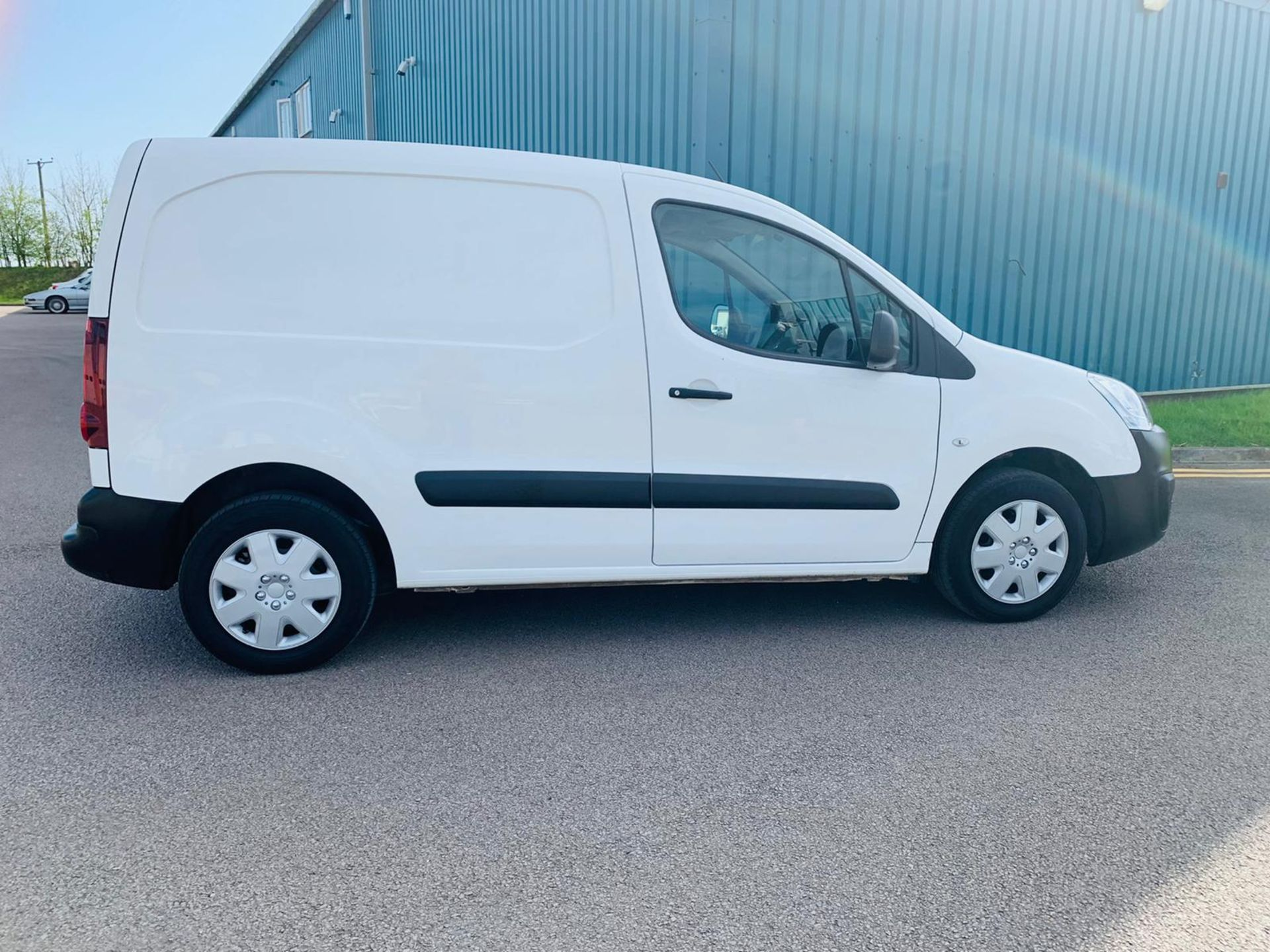 Peugeot Partner 1.6 HDI Professional 2017 Model - 1 Owner - Service Printout - Air Con - Image 3 of 23